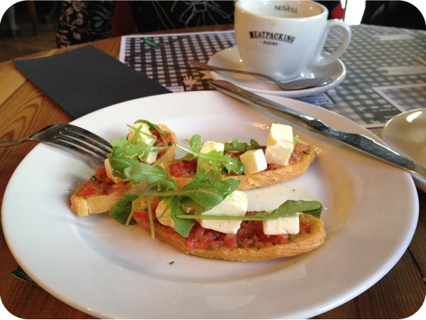 Brunch en Barcelona - Meatpacking_Bruschetta con taza