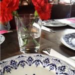 Decoracion mesa con flores en brunch en Ocanya
