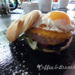 Brunch bien presentado pero mediocre–The room service-Bagel burger