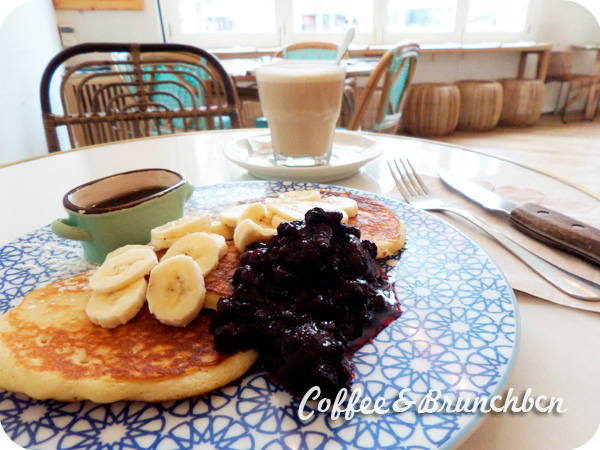 El hermano del Brunch and Cake–Travel and Cake-Pancakes y latte macchiato