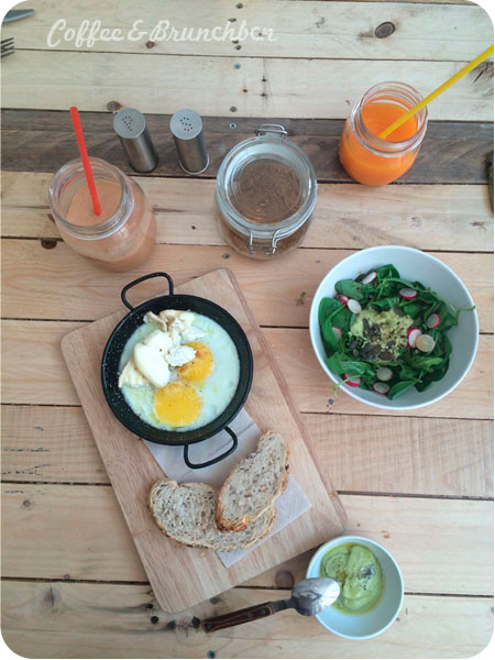 Otro brunch en Carrer Parlament-The Juice House-Huevos y ensalada