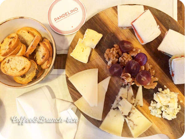 Tabla de quesos del brunch en Coruna en Pandelino