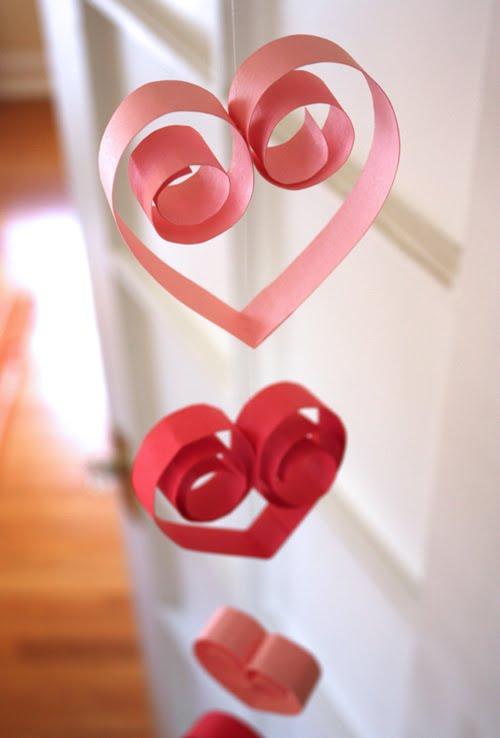 Guirnaldas de corazones de papel