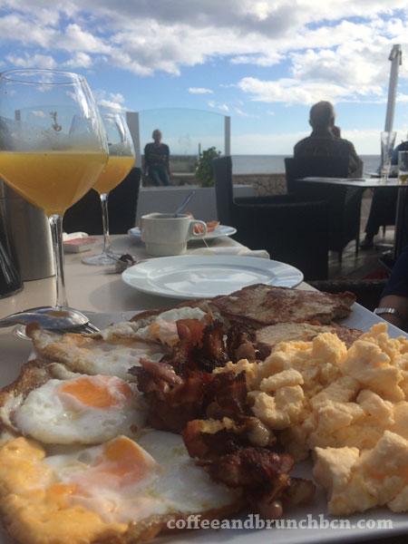 Brunch en Mallorca-Huevos y carne
