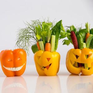 Recetas halloween brunch saludable-Linterna de Jack con pimientos y verduras