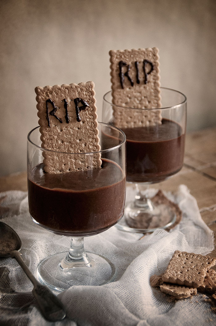 Recetas halloween brunch saludable-mousse-chocolate-tenebrosa