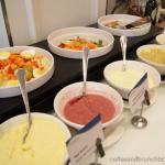les-delicies-brunch-en-hotel-con-piscina-ensaladas