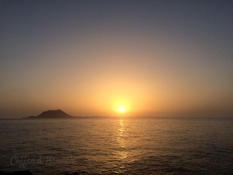 Brunch en Fuerteventura - Mezclando trabajo con placer - Amanecer en Corralejo